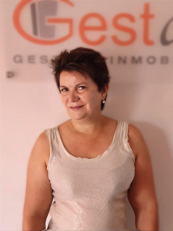 Fernanda  Vivar