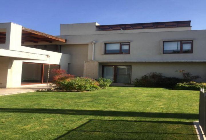 Casa en venta Lo Barnechea sector Los Nogales
