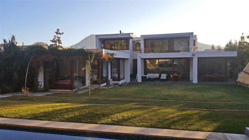 Casa en venta Lo Barnechea sector Golf de Manquehue
