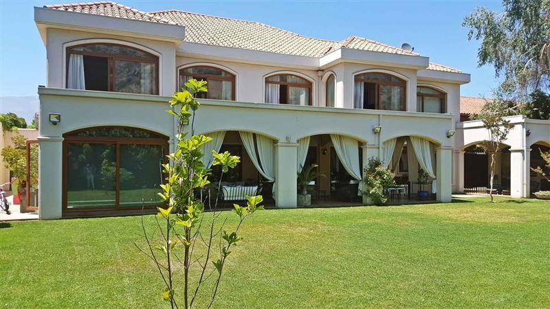 Casa en venta Lo Barnechea sector Manquehue Oriente